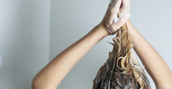 Τα λάθη που κάνουμε στο λούσιμο των λεπτών μαλλιών