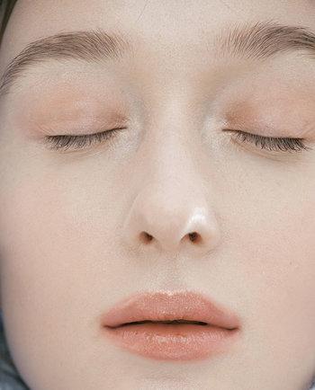 Σκασμένα χείλη; Πώς θα τα ενυδατώσετε