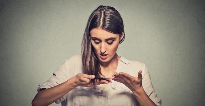 Λιπαρά μαλλιά: 5 tips για αποτελεσματική αποτοξίνωση