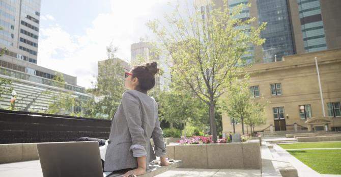 Αντιηλιακή προστασία στη πόλη