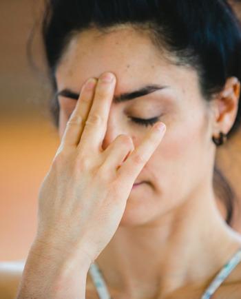 Γιόγκα προσώπου: Μπορεί να μειώσει τις ρυτίδες;