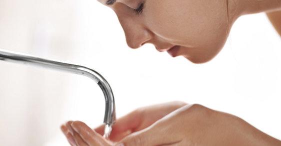 Νερό Βρύσης & Καθαρισμός  Ευαίσθητου Προσώπου