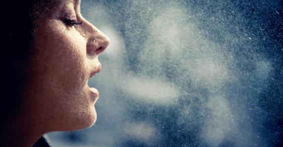 Πώς να συνδυάσετε αντιηλιακή προστασία και αντιγήρανση
