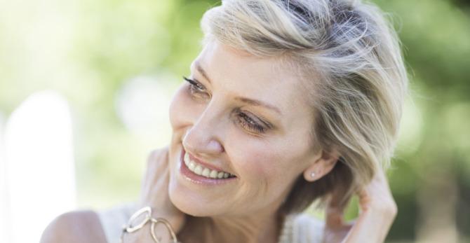 Συστατικά περιποίησης για πλούσια μαλλιά μετά την εμμηνόπαυση