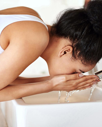 Πώς να προστατεύσετε το δέρμα σας από το σκληρό νερό