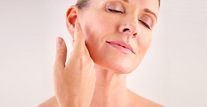 Εμμηνόπαυση και δέρμα: Γιατί έγινε η επιδερμίδα μου ξηρή;