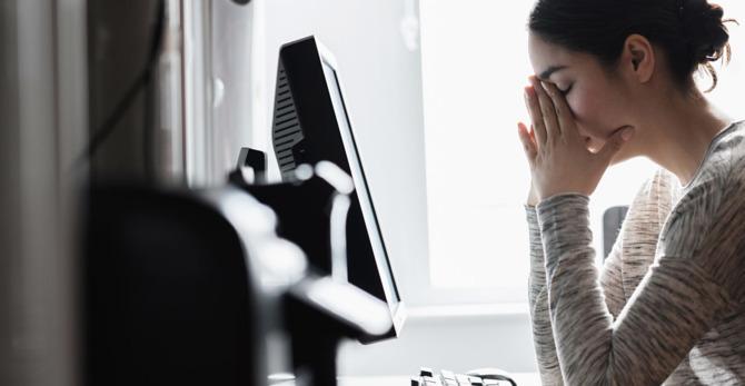 Ακμή, κνησμός & εξανθήματα: τα σημάδια άγχους στο σώμα