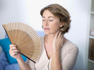 Εμμηνόπαυση και εξάψεις: κατανοώντας το πώς και το γιατί