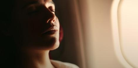 Αντιμετωπίστε το κουρασμένο πρόσωπο μετά το ταξίδι