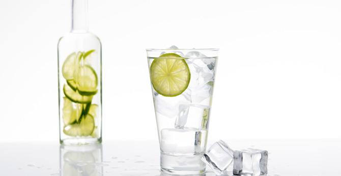 Πώς να πίνετε 2 λίτρα νερό την ημέρα