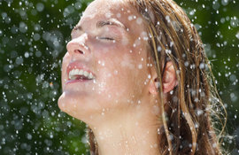 How does Vichy Mineralizing Water make the skin stronger