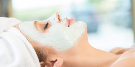 Tips για λαμπερό δέρμα με μια ενυδατική μάσκα προσώπου
