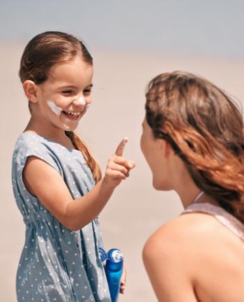 Αντηλιακά για παιδιά: δημιουργήστε ρουτίνα μαζί τους