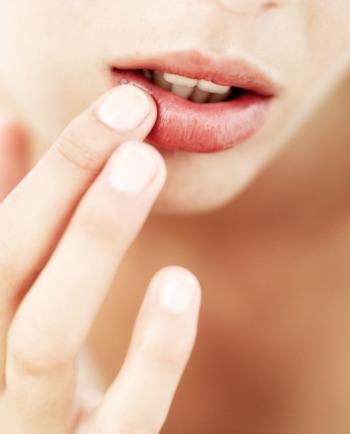 Μπορεί το υαλουρονικό οξύ στα χείλη να έχει αποτελέσματα;