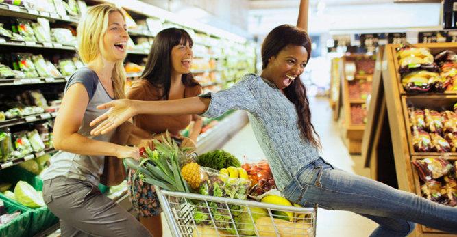 Ποιες τροφές πρέπει να υιοθετήσουμε για να διατηρήσουμε το δέρμα μας υγιές;