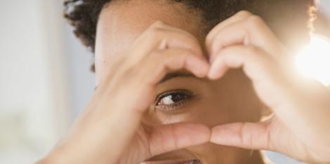 Το μασάζ προσώπου βοηθάει στο πρήξιμο των ματιών